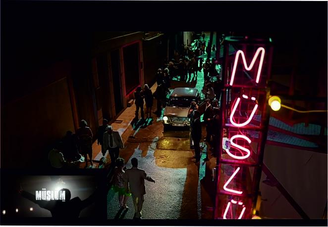 Müslüm Baba Çekimlerine Yapılan Müslüm Neon Yazısı